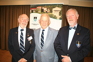 Philipp Gutsche (centre) with Daryl Burman, Chair of the PE Alumni Chapter (left) and Brian Klopper, Deputy Chair (right)